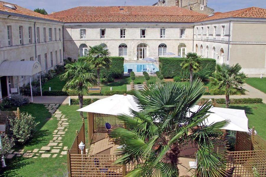 Mercure Rochefort La Corderie Royale Jardin