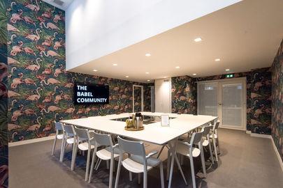 The Flamingo Room chez The Babel Community