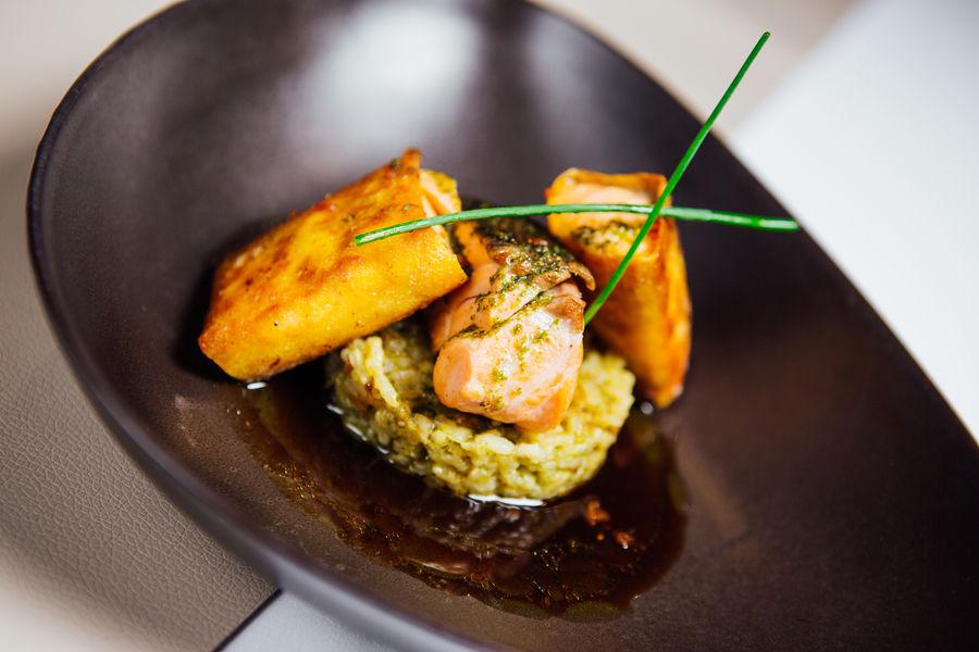 Hôtel Athéna Spa **** Duo de saumon label rouge, risotto verdé, vinaigrette au soja et gingembre