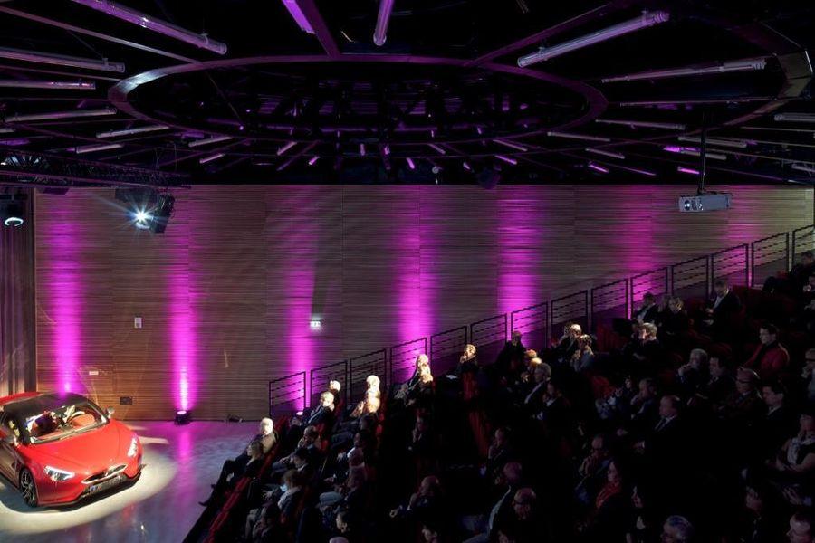 Autodrome de Linas-Montlhéry Convention dans le pavillon LE 1924 : 224 places assises en gradin. Equipement audio-vidéo complet. Au coeur de l'Autodrome de Linas-Montlhéry.