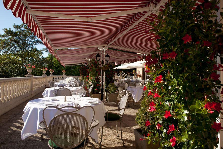 Château de la Tour *** Terrasse restaurant
