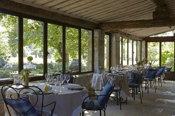 Restaurant  crédits MPM, Home Production, D. André, B. Toul & DR