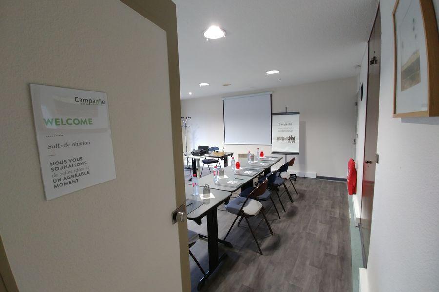 Campanile Lyon Sud-Chasse-sur-Rhône *** Salle de réunion entrée