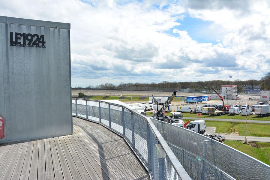 Autodrome de Linas-Montlhéry Toit-terrasse avec vue panormaique à 360 degrés