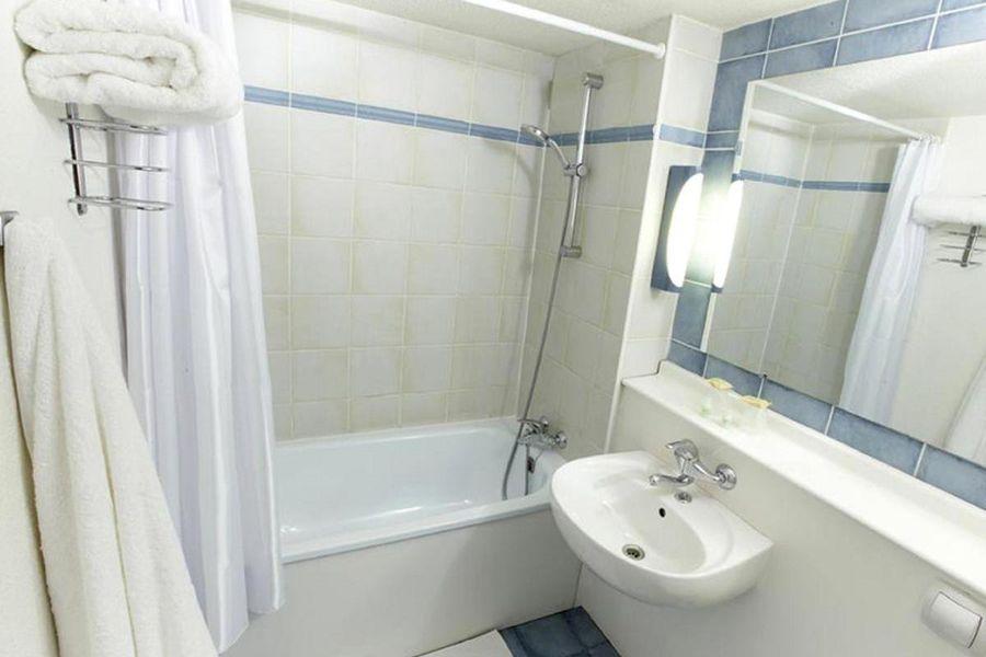 Campanile Niort la Créche *** Salle de bain