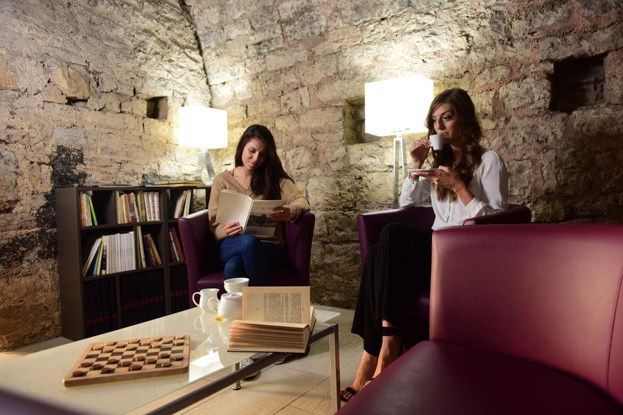 Hôtel Le Château Fort de Sedan **** Coin lecture
