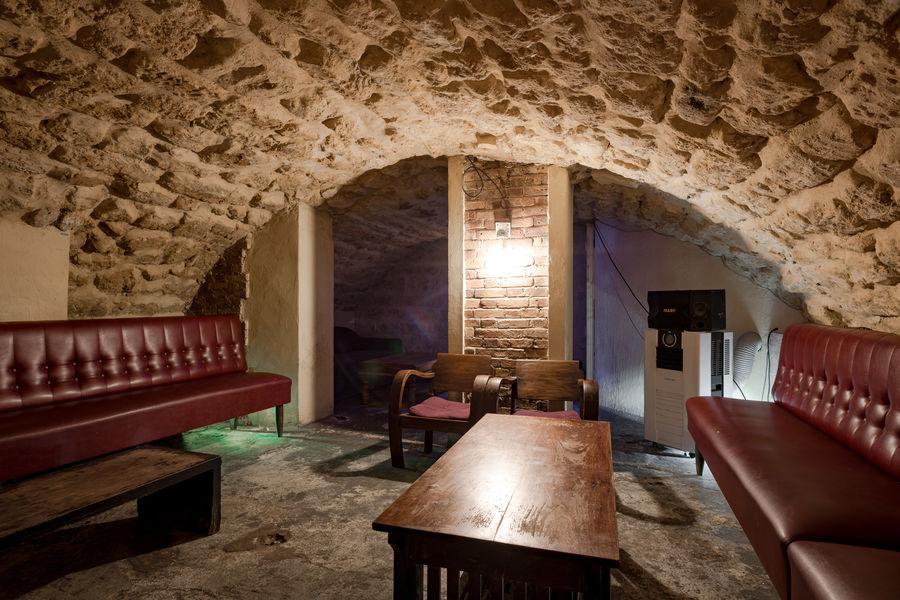 Bar à Mines Sous sol cave voutée