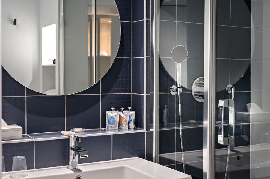 Kyriad Prestige***  Devient GOLDEN TULIP Aix en Provence*** salle de bains