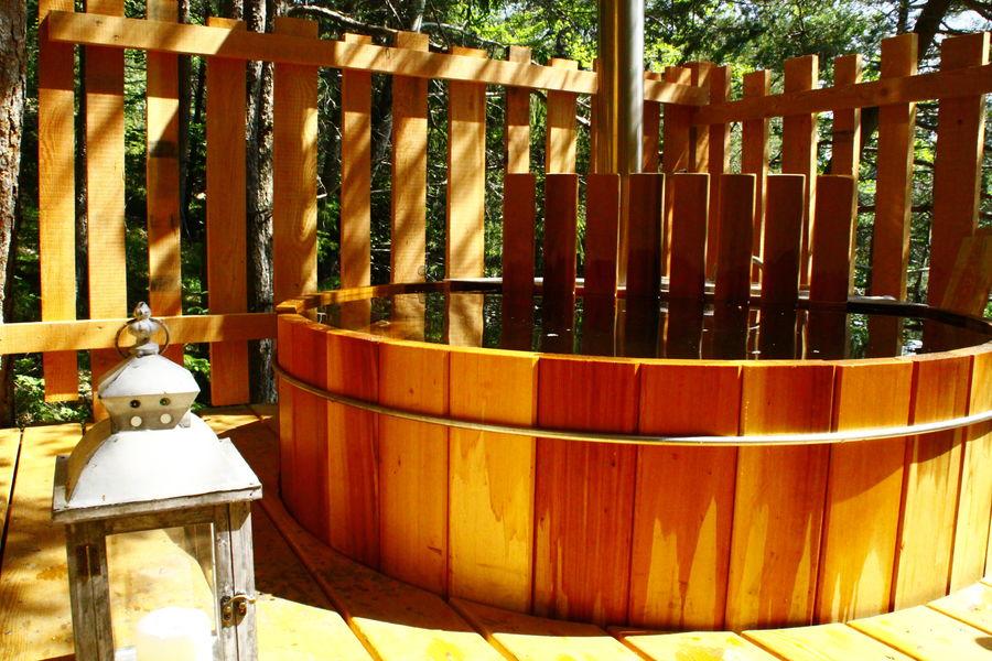 Là-Haut, cabanes perchées le bain nordique privatif dans chaque cabane
