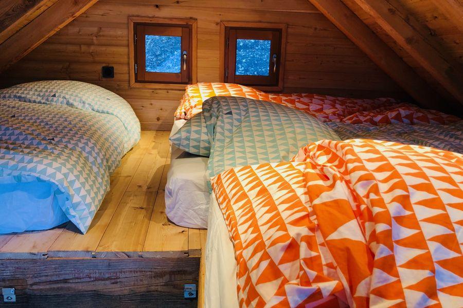 Là-Haut, cabanes perchées l'espace couchage de la cabane créative
