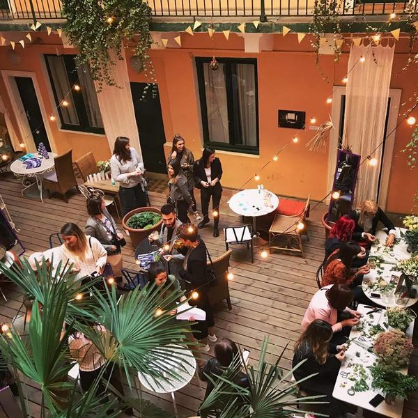 ho36 Lyon Opéra  *** Atelier floral dans le patio