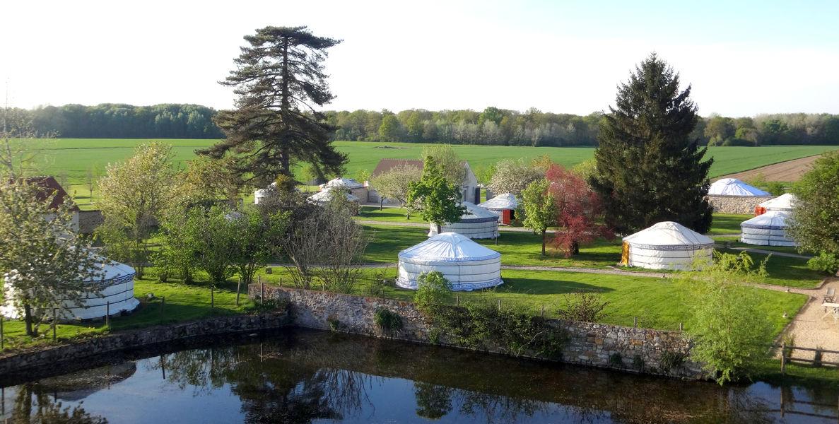 Nomade Lodge Vue jardin des yourtes