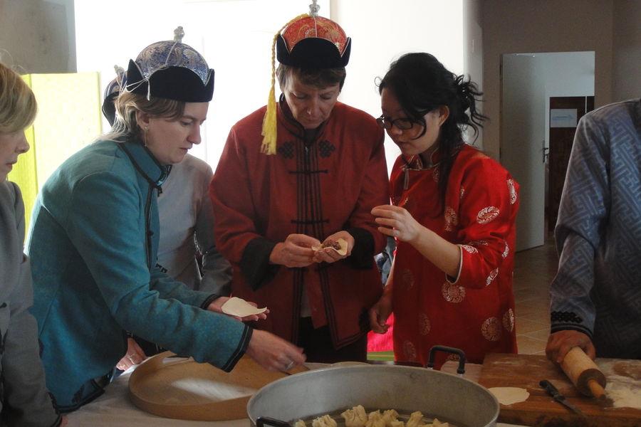 Nomade Lodge Atelier cuisine Mongole ! ;-)