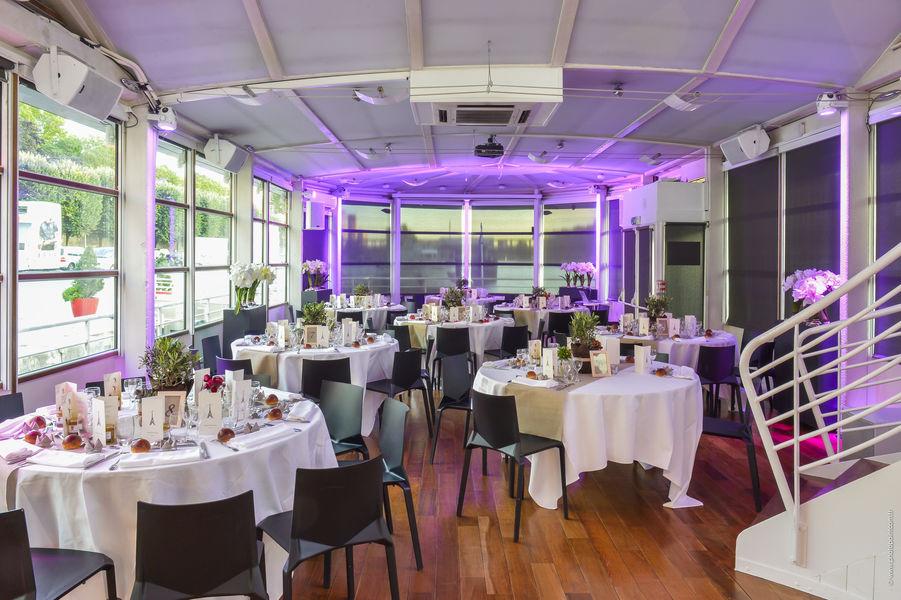 Vedettes de Paris - Salon des Vedettes Réception en Repas à table