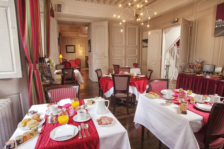 Hôtel d'Haussonville **** 8