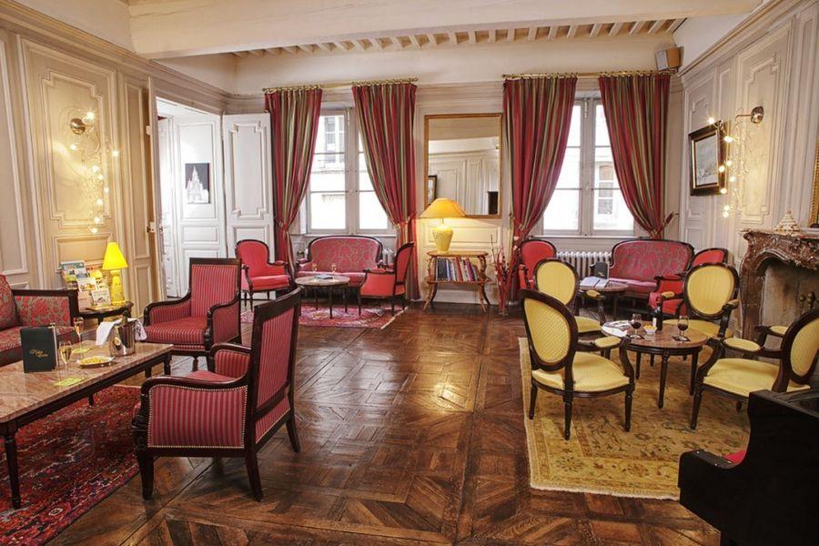 Hôtel d'Haussonville **** 17