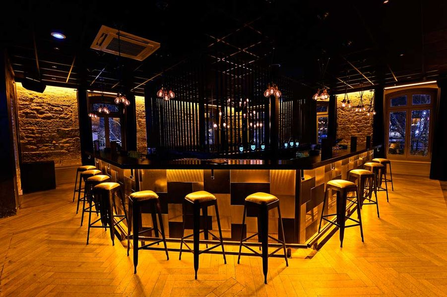 La Maison Restaurant Bar