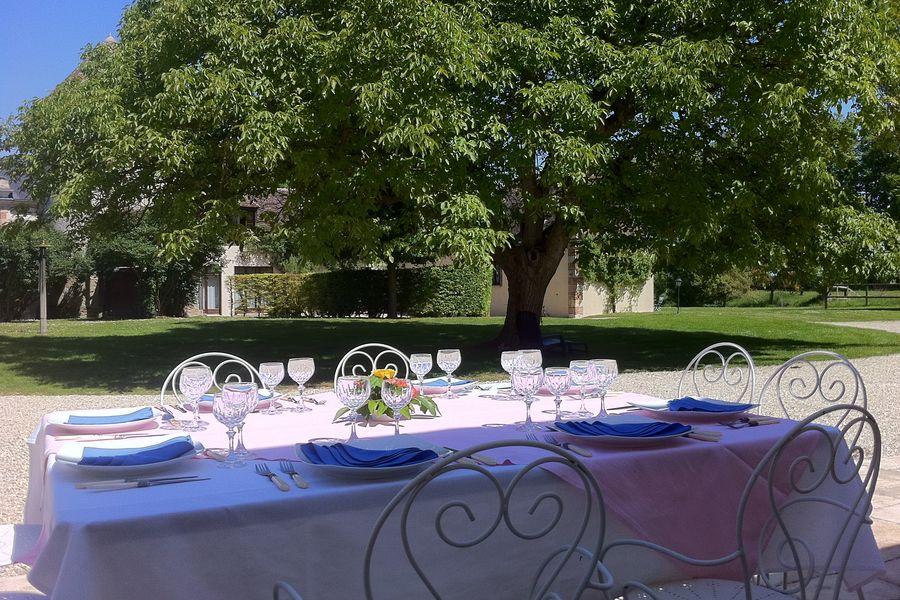 Domaine de Toussacq Repas au terrasse