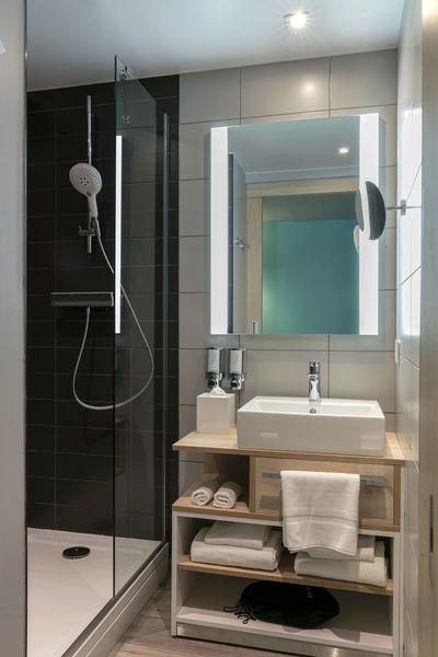Hampton by Hilton Clichy  Salle de bain