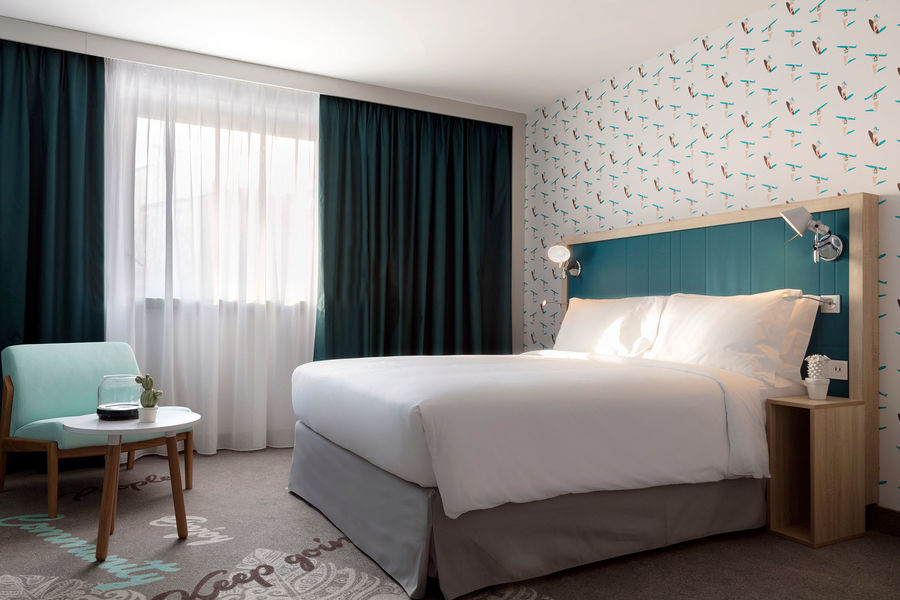Hampton by Hilton Clichy  Chambre Queen