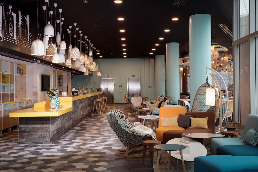 Hampton by Hilton Clichy  Lobby