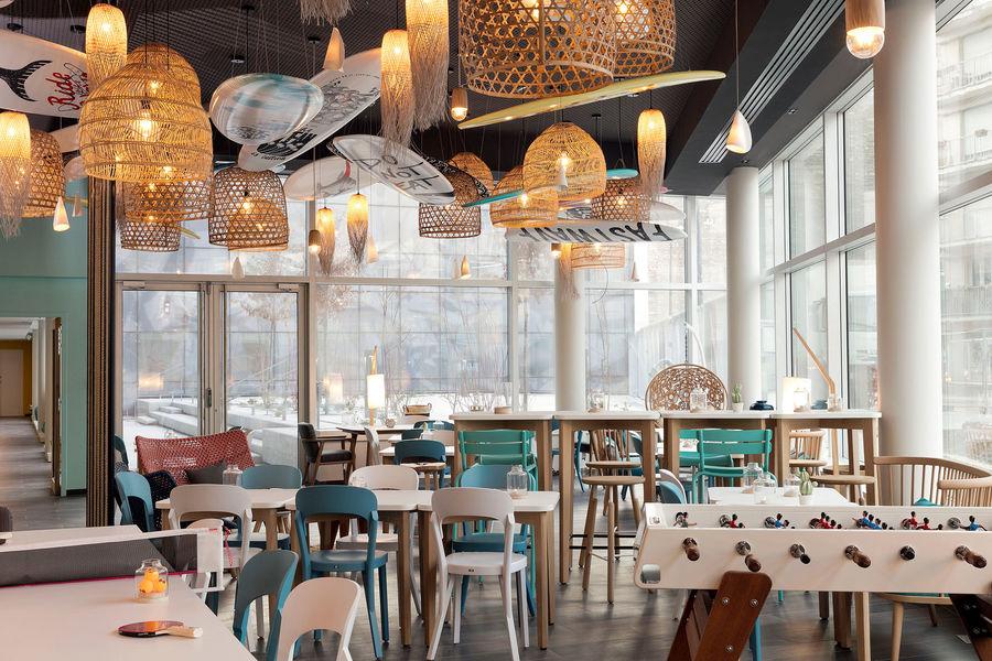 Hampton by Hilton Clichy  Espace Lobby Bar