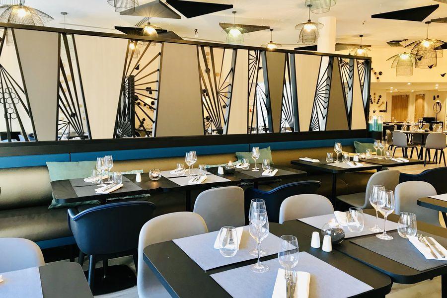 Hampton by Hilton Clichy  Restaurant La Passerelle