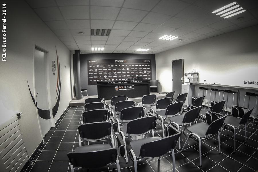 Centre d'entrainement du FC Lorient  Une salle de presse, mener vos réunions comme un coach...