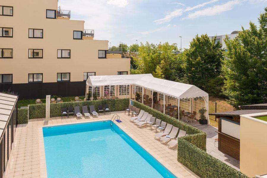 Hotel The OriginalsAlteora Poitiers Site du Futuroscope Piscine