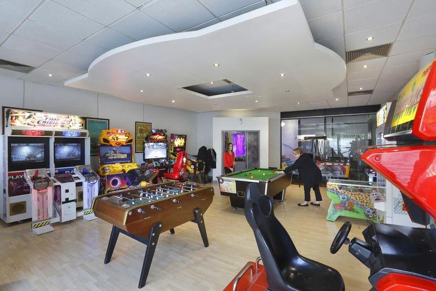 Hotel The OriginalsAlteora Poitiers Site du Futuroscope Salle de jeux