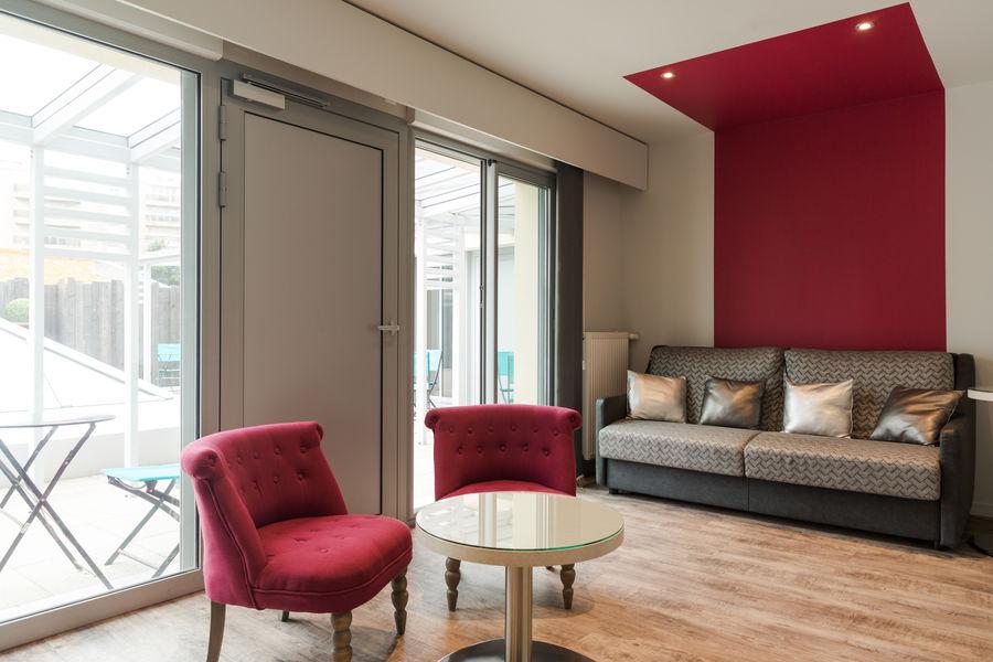 Hotel The OriginalsGrand Hôtel de Courtoisville 7