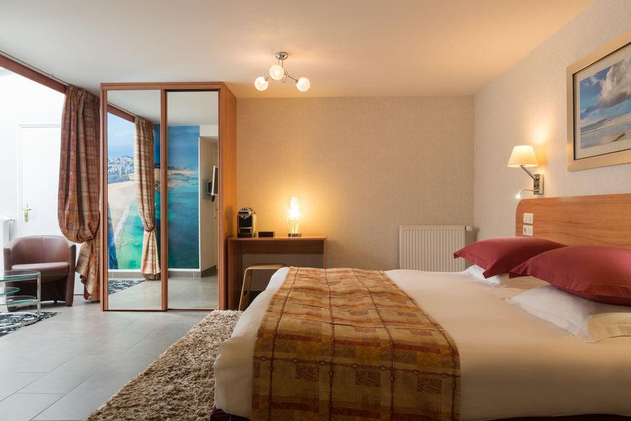 Hotel The OriginalsGrand Hôtel de Courtoisville 12