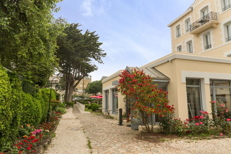 Hotel The OriginalsGrand Hôtel de Courtoisville 25