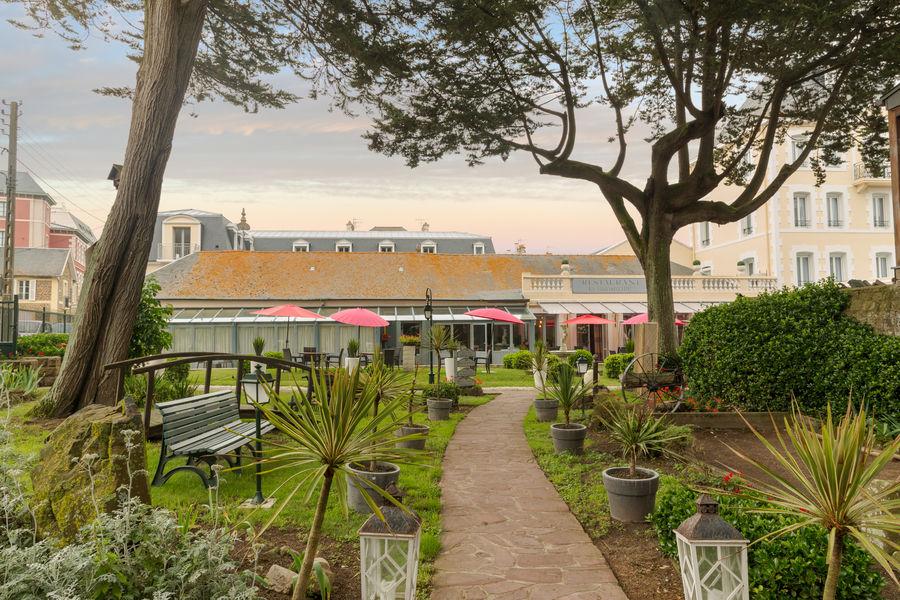 Hotel The OriginalsGrand Hôtel de Courtoisville 30