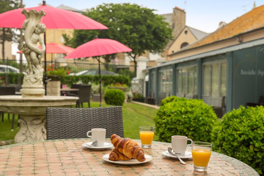 Hotel The OriginalsGrand Hôtel de Courtoisville 28
