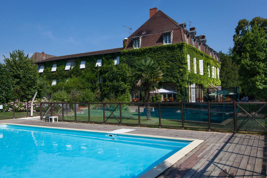Hotel The Originals Hostellerie Château de la Barge Piscine