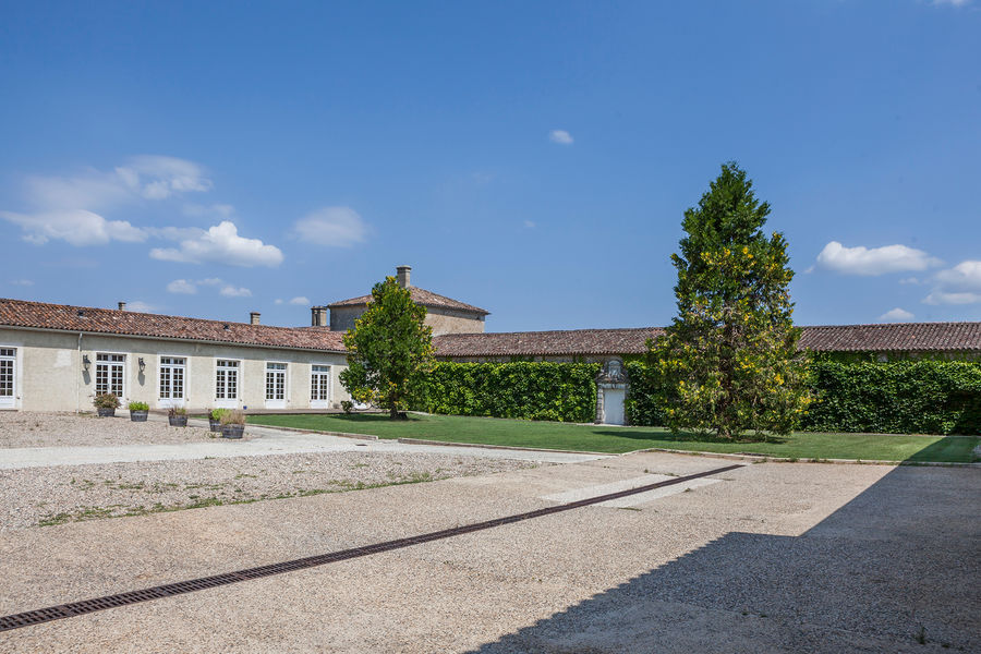 Hotel The Originals Relais du Château d'Arche **** 5
