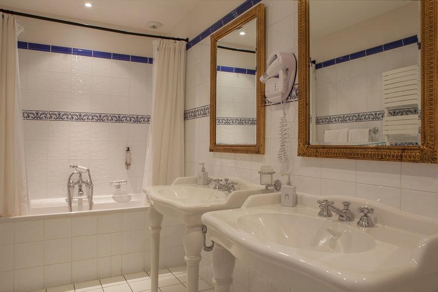 Hotel The Originals Relais du Château d'Arche **** 13