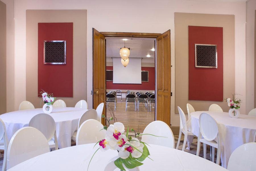 Hotel The Originals Maison de l'Abbaye 21