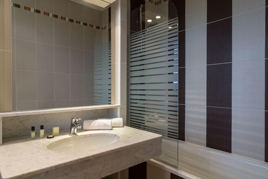 Hotel The Originals Paris Ouest Rueil-Malmaison 10