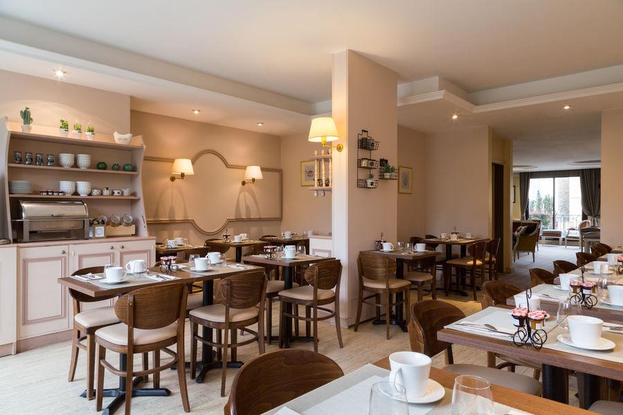 Hotel The Originals Paris Ouest Rueil-Malmaison 6