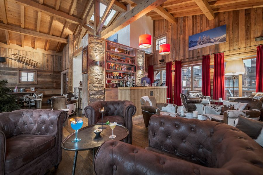 Les Loges Blanches **** La bar des Cochers