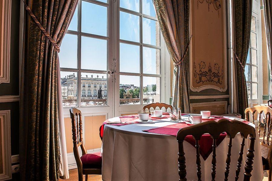 Grand Hôtel de la Reine 12