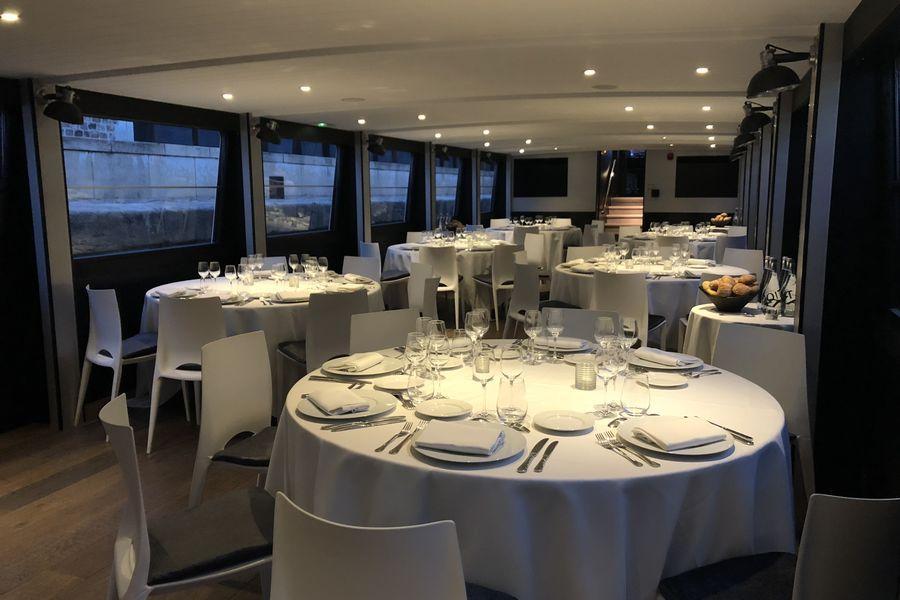 Yachts de Paris - Victoria Format Diner assis