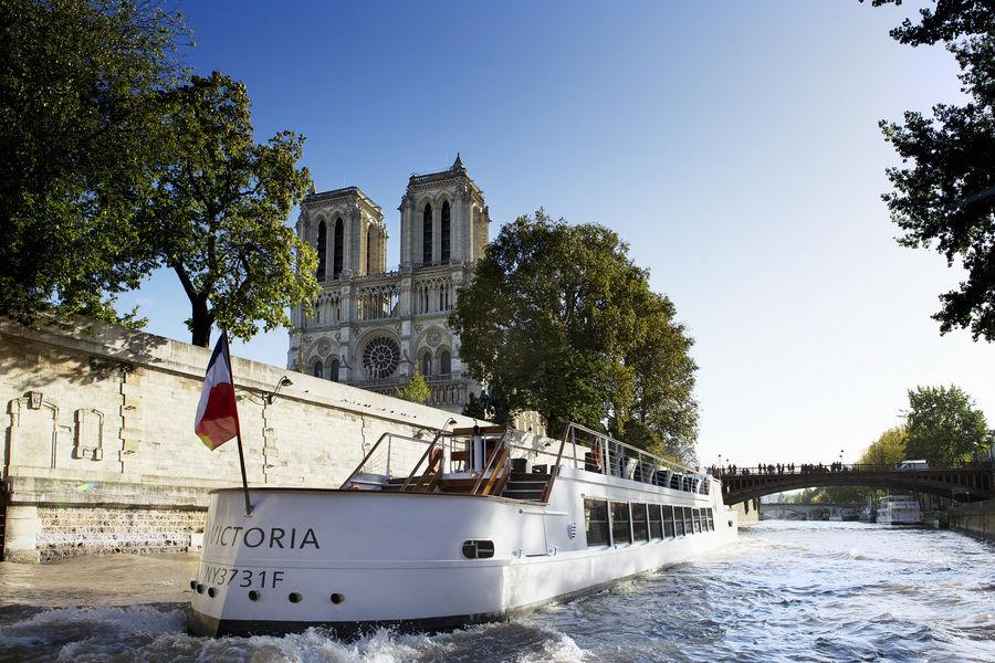 Yachts de Paris - Victoria Yachts de Paris - Victoria