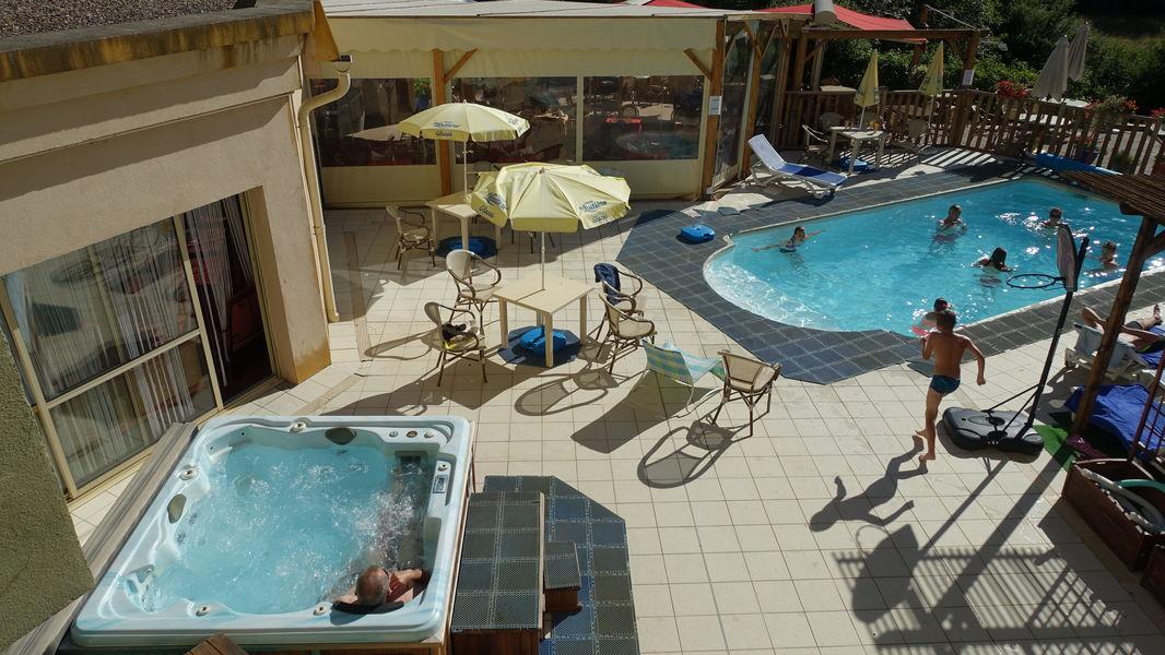 Hotel La Lauzetane *** Espace aquatique en exterieure ouvert en été