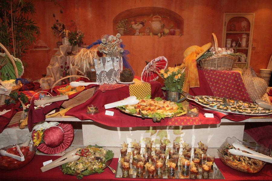 Hotel La Lauzetane *** Diner sous forme de buffet : 15 choix d entrées, 2 plats chauds au choix, buffet de fromages, buffet de dessert