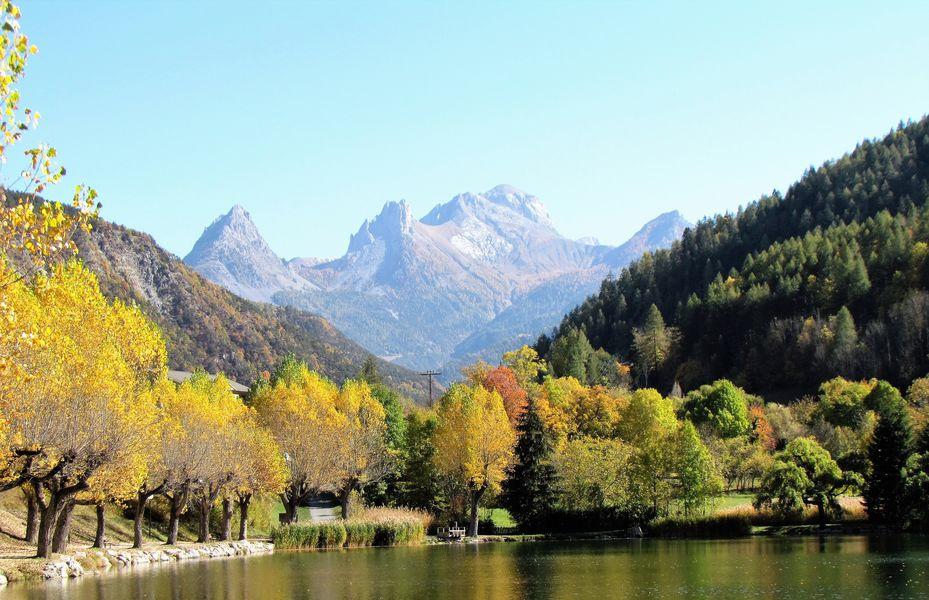Hotel La Lauzetane *** environnement de l'hôtel à l'automne, saison propice pour vos séminaires