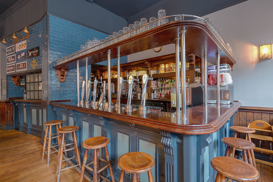 The Frog & Rosbif Bar