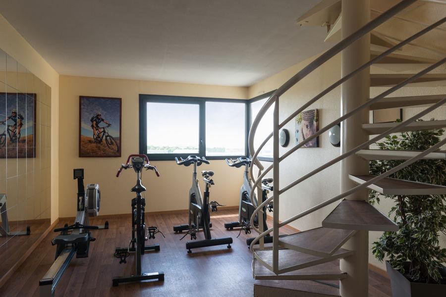 Hotel The OriginalsAlteora Poitiers Site du Futuroscope Salle de fitness